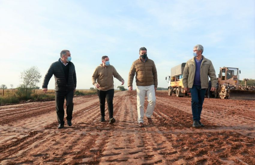 Capitanich recorrio los avances de la obra en la ruta provincial N° 56